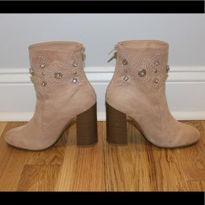 Forever 21 Shoes - ✨Forever21 cream suede booties